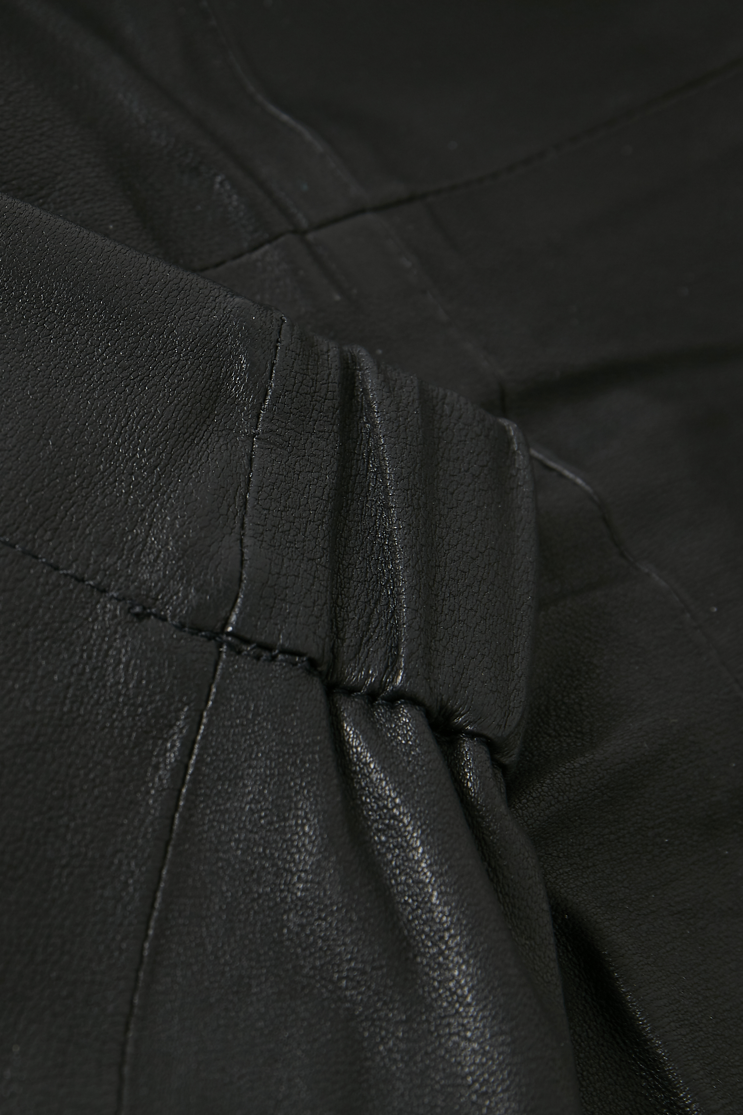 Black Skindnederdel – Køb Black Skindnederdel fra str. 32-44 her