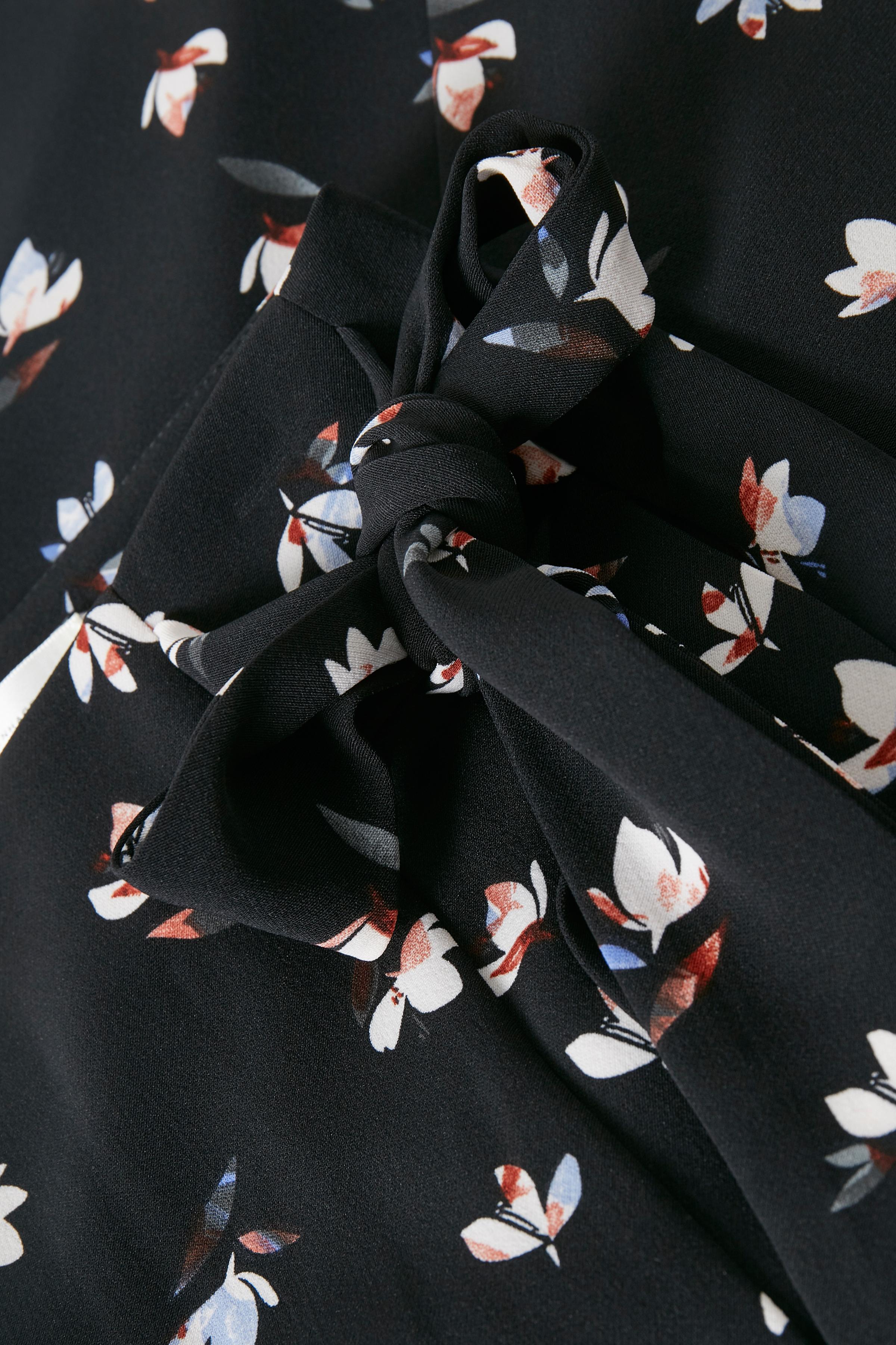 Black Windy Petals